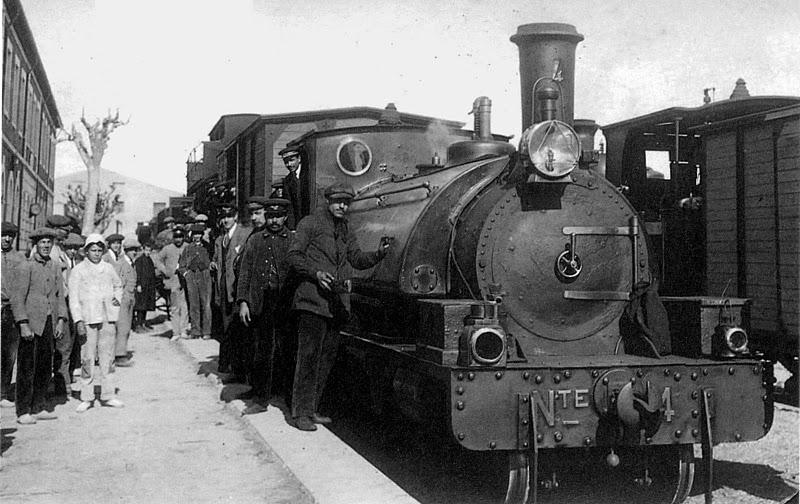 Tren a vapor estacionado en Carcaixent
