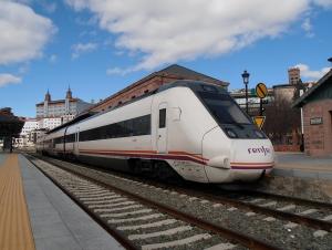 Tren Serie 599 de Renfe en la estación de Teruel